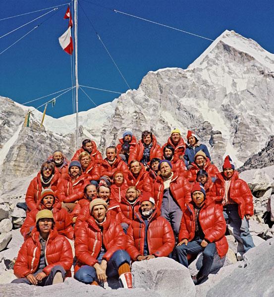 Uczestnicy wyprawy na Mount Everest w bazie, 1980 (fot. Bogdan Jankowski)