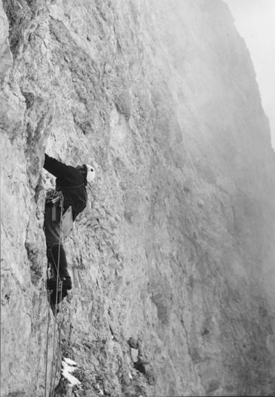 Janusz Kurczab w ścianie Cima Scotoni, marzec 1969 (fot. Andrzej Mróz)