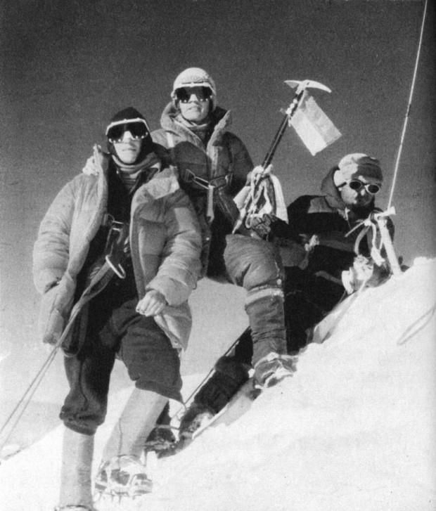 Na szczycie Gasherbrum III. Od lewej A.Chadwick-Onyszkiewicz, W.Rutkiewicz, K.Zdzitowiecki (fot. Janusz Onyszkiewicz)
