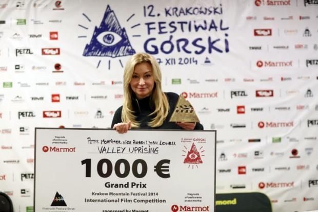 Przedstawicielka jury Martyna Wojciechowska prezentuje Grand Prix KFG 2014 (fot. Wojciech Lembryk)