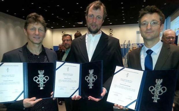 Grzegorz Bielejec, Mariusz Grudzień i Marek Chmielarski z dyplomami w ręku (fot. PZA)