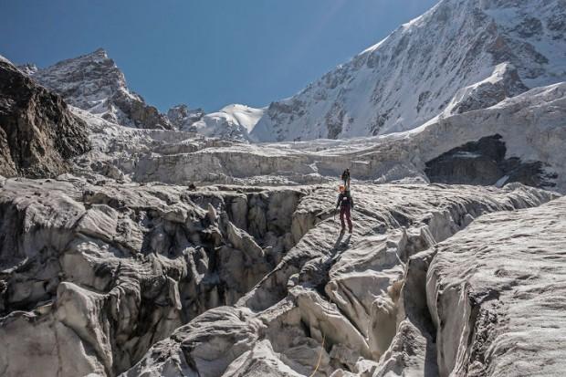 Podejście na biwak 3900 m (P. Karczmarczyk)