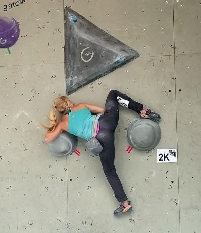 Sylwia Buczek podczas półfinałów - Zako Boulder Power 2015 (fot. wspinanie.pl)