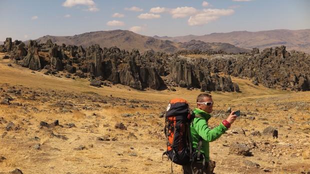 Malownicze skałki Hatun Machay położone na wysokości powyżej 4 tys. metrów