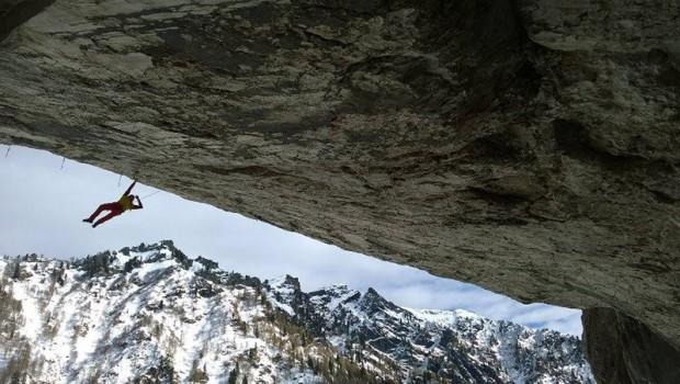 Gaetan Raymond na A Line Above the Sky D15 w Tomorrow's World, Dolomity (fot. Tom Ballard)