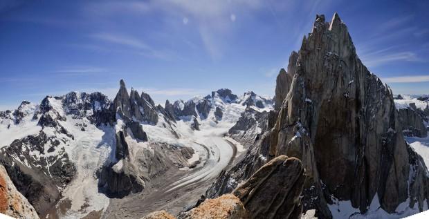 Niesamowita panorama z Aguja de l'S (fot. alittlebithigher.wordpress.com)