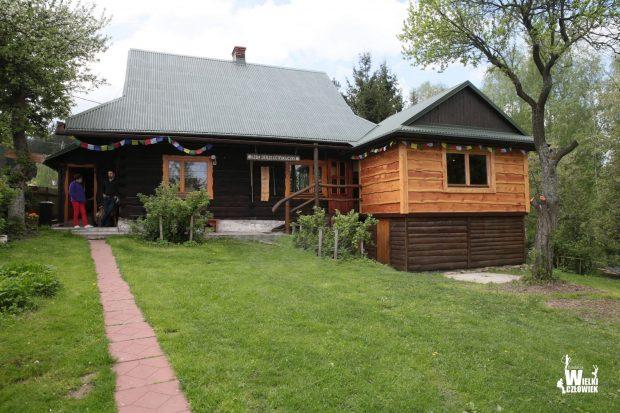 Izba pamięci Jerzego Kukuczki, w jasnym drewnie rozbudowana część muzeum