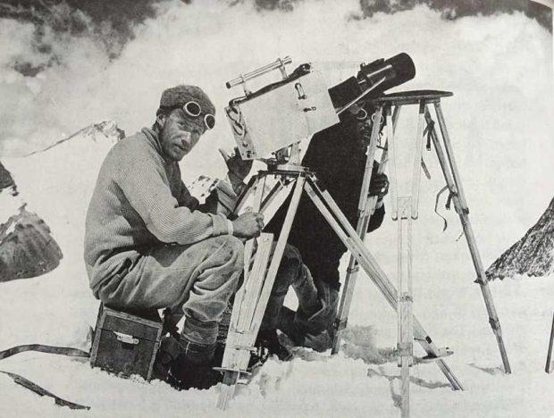 The Epic of Everest opowiada o trzeciej w historii wyprawie na Dach Świataz udziałem Andrew Irvine'a i George'a Mallory'ego