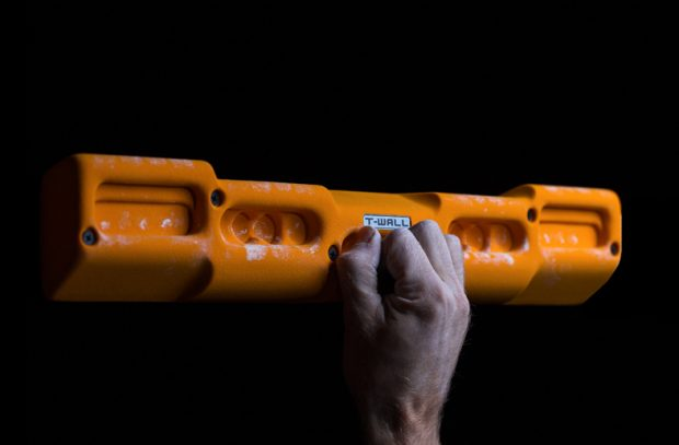 Zawodowcom polecamy wiszonka na dowolnie wybranym chwycie przy użyciu tylko jednej ręki (fot. T-Wall)