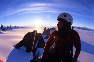 Josh Helling na szczycie Fenris, fot. Mike Libecki