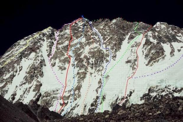 Planowa droga na Shishapangma zaznaczona ciągłą czerwoną linią