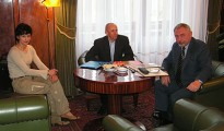 Od prawej: prezydent prof. Jacek Majchrowski, Adam Potoczek i Renata Piszczek (fot. wspinanie.pl)