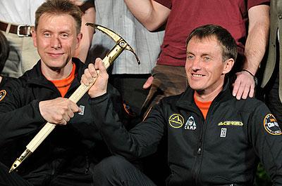 Denis Urubko i Borys Dedeszko ze Złotym Czekanem