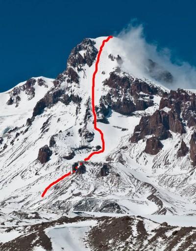 Linia zjazdu pd.-wsch. ścianą Kazbeku (fot. P. Śnigórski)