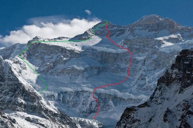 Północna ściana Kanczendzongi. Kolor czerwony oznacza linię planowanej drogi. Linia zielona to droga brytyjska Scott-Boardman-Tasker z 1979 r. (fot. 4sport.ua)