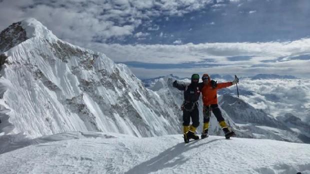 Adam Bielecki i Dmitrij Siniew w nowym obozie II 7050 m (fot. Alex Txikon)