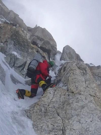 Adam na ostatnim wyciąg w Bastionie ok. 7500 metrów, Kanczendzonga (fot. Denis Urubko)