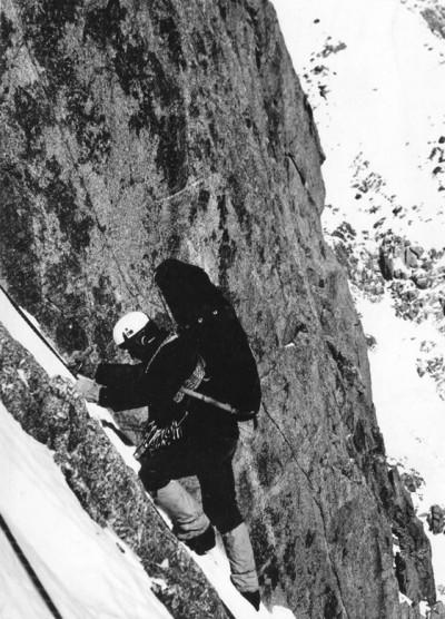Filar Narożny zima 1971. Andrzej Dworak startuje z trzeciego biwaku (fot. Andrzej Mróz)