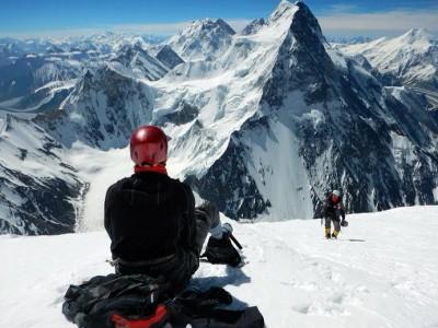 Widok z okolicy obozu IV na Ramieniu K2 na Gasherbrumy, Broad Peak i Chogolisę (fot. PHZ)