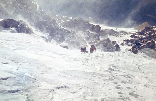 W wichurze na nowej drodze na Gasherbrum II (fot. Krzysztof Zdzitowiecki)