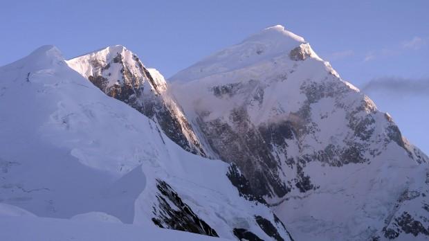 SnowDome i kopuła szczytowa Spantika (fot. arch. wyprawy)