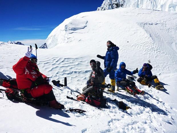Pierwsi wspinacze na przełęczy. Od lewej Karim Hayat, Jarek Gawrysiak, Iwan Tomow, Felix Berg, Bojan Petrow oraz Kacper Tekieli