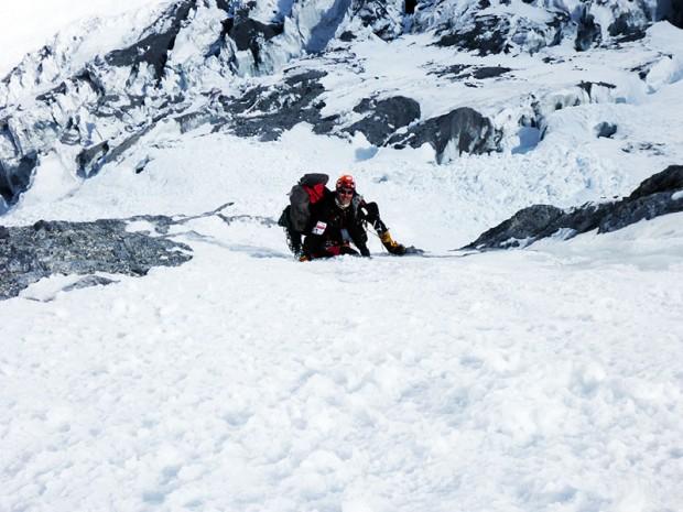 Jarek Gawrysiak podczas pierwszego wyjścia powyżej bazy (fot. Kacper Tekieli)