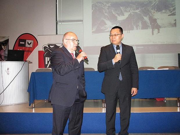 Janusz Majer i przedstawiciel Ambasady Tajwanu (fot. Janusz Kurczab)