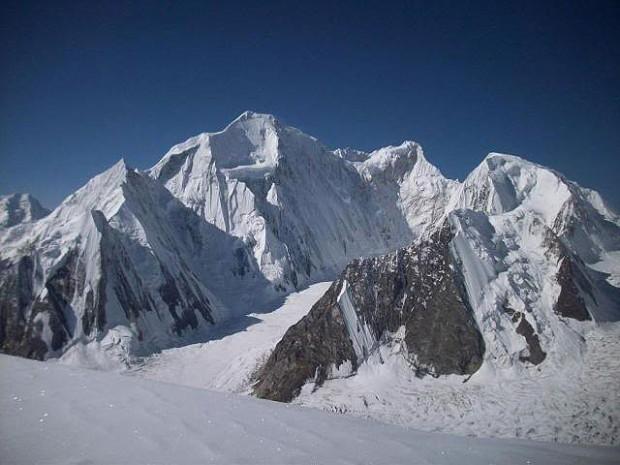 A oto właściwe zdjęcie Laili 6986 m (fot. summitpost.org)