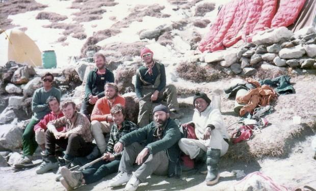 Wyprawa KW Katowice na południową ścianę Lhotse 1985. Od lewej: Jasiu Nowak, Piotr Wojtek, Artur Hajzer, Jasiu Nabrdalik, Jurek Kukuczka, Mirek Dąsal, Janusz Majer