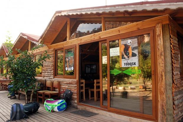 Kemping Kezban's Guesthouse w Geyikbayiri (fot. Piotr Turkot / wspinanie.pl)