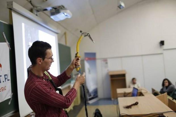 Jasiek Kuczera odkrywa tajemnice używania i serwisowania sprzętu (fot. Wojciech Lembryk)