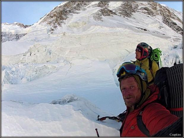 Tomek i Elisabeth na wysokości 5500 m (fot. Tomek Mackiewicz / Czapkins)