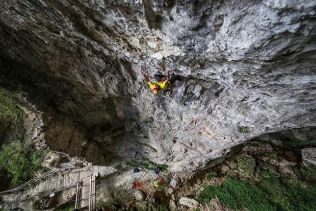 "Wspinanie na ""La Divina Commedia"" (8b+, 150 m) (fot. Michele Caminati)"