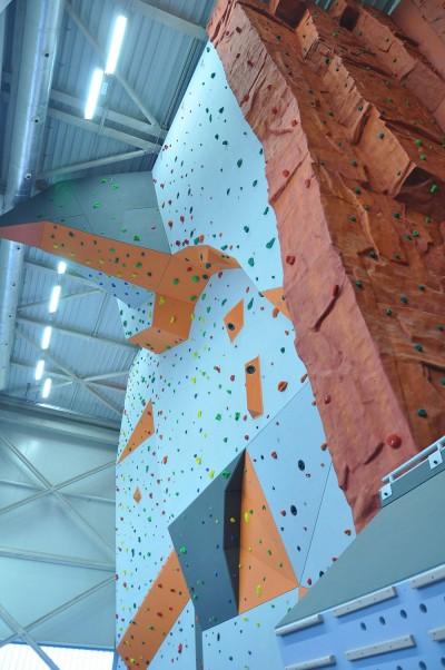 Ściana wspinaczkowa w hali sportowej w Tarnowskich Górach