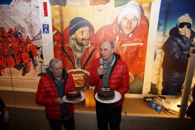 Tortami obdarowani zostali także Krzysztof Wielicki i Leszek Cichy (fot. Bartek Oczkowski)
