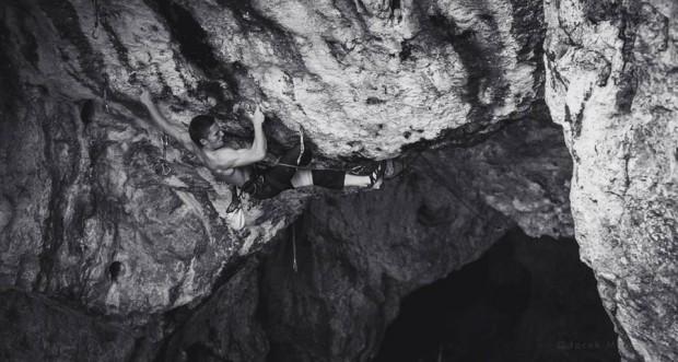 "Paweł Draga podczas przejścia ""Wairagja"" VI.7 (fot. Jacek Matuszek / climb.pl)"