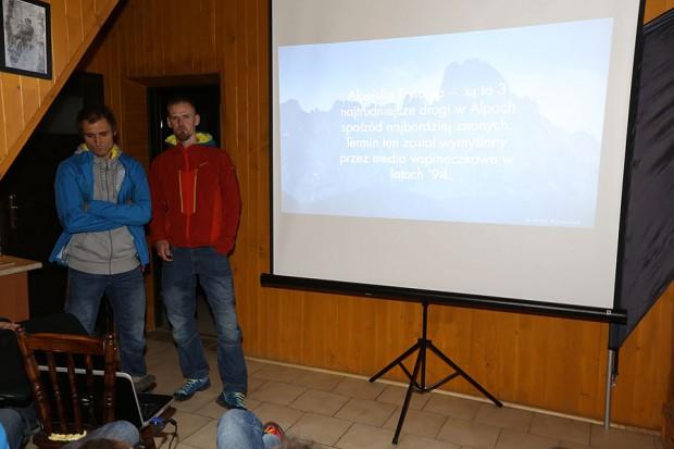 Poważne miny na początku, potem było już weselej ;) Lukasz Dudek i Jacek Matuszek podczas swojej prelekcji