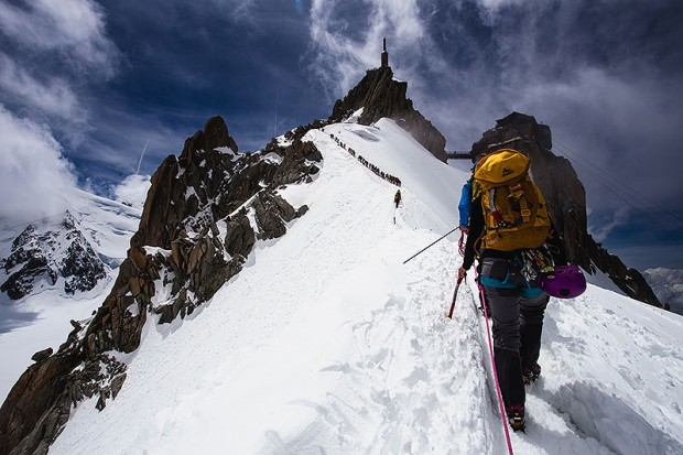 Na grani do Aiguille du Midi (fot. Hugo Vincent / Arc'teryx Official)
