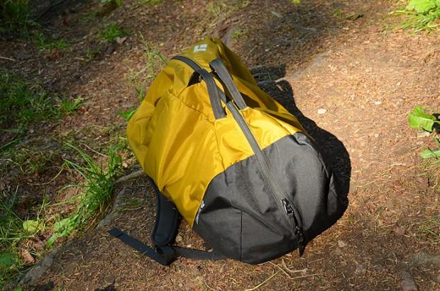 42 litry to idealna pojemność, na zdjęciu torba wypełniona  w połowie (fot. wspinanie.pl)