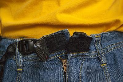 Spodnie Poema Roca Jeans Light - ścigacz z taśmą oraz zapięcie pasa na dwustronny rzep (fot. wspinanie.pl)