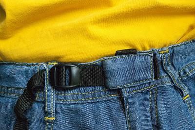 Spodnie Poema Roca Jeans Light - zapięcie pasa (fot. wspinanie.pl)