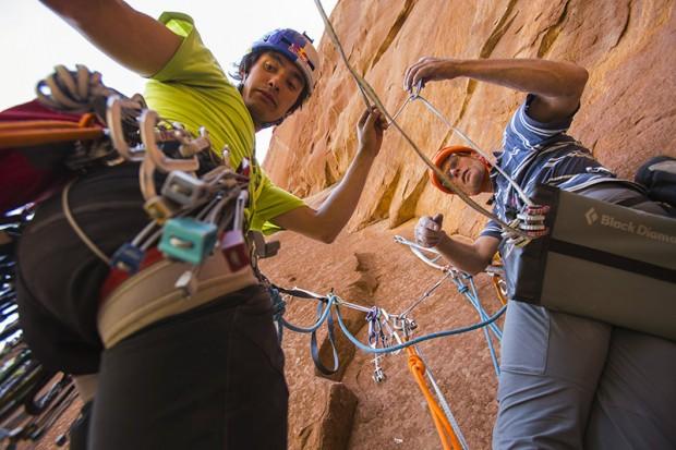 David Lama i Conrad Anker podczas wspinaczki na Latent Core, 450m, 5.11 A1, maj 2015 (fot. James Q Martin / Red Bull Content Pool)