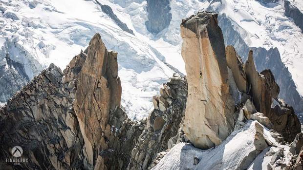 "Robbie Phillips na ""Digital Crack"" 8a Aiguille du Midi, Chamonix (fot. Finalcrux Films)"