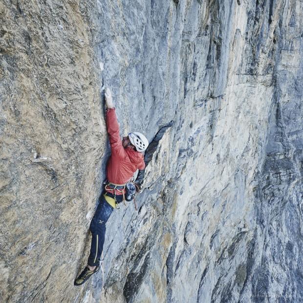 Roger Schäli na kluczowym wyciągu 8a+ na drodze Odyssee na północnej ścianie Eigeru (fot. Frank Kretschmann / http://www.funst.de)