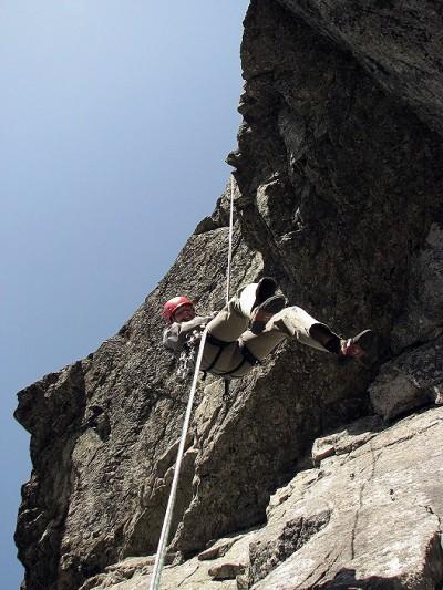 Zjeżdżając na linie w przewieszeniu staraj się nie okręcać wokół liny (fot. Jan Kuczera)