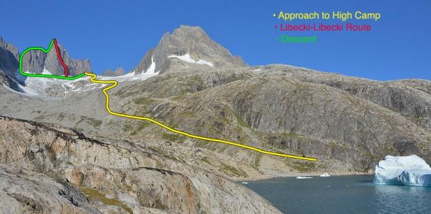 """Linia drogi """"Libecki-Libecki"""" na Polar Bear Fang Spire. Baza znajdowała się w miejscu startu żółtej linii, a obóz wysunięty na jej końcu. Właściwa wspinaczka zaczęła się znacznie niżej, niż pokazuje zdjęcie – miejsce zasłonięte przez grań (fot. Mike Libecki)"""