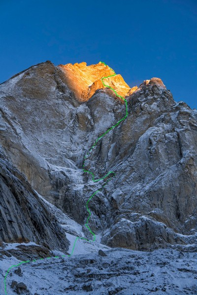 """Light Before Wisdom"" na Cerro Kishtwar (ED+/1200m, WI6; 5.11; A2;M6) - 4-8.10.2015, Marko Prezelj, Urban Novak, Hayden Kennedy, Manu Pellissier."