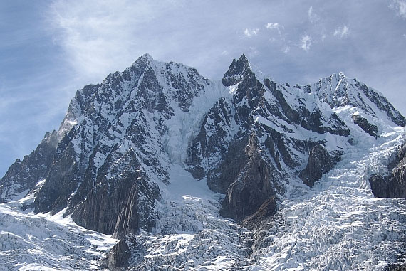 Wschodnia ściana San Lian, wierzchołki 6368, 6468 i 6684 m, masyw Minya Konka (fot. Rafał Zając)