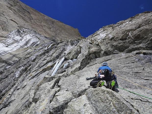 Wspinaczka na wschodniej ścianie Cerro Kishtwar (fot. Manu Pellesier)